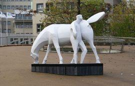 Standbeeld en of bedrijfslogo