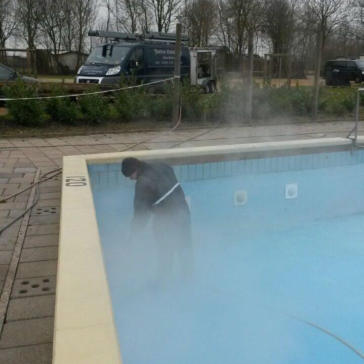 Zwembad schoonmaak